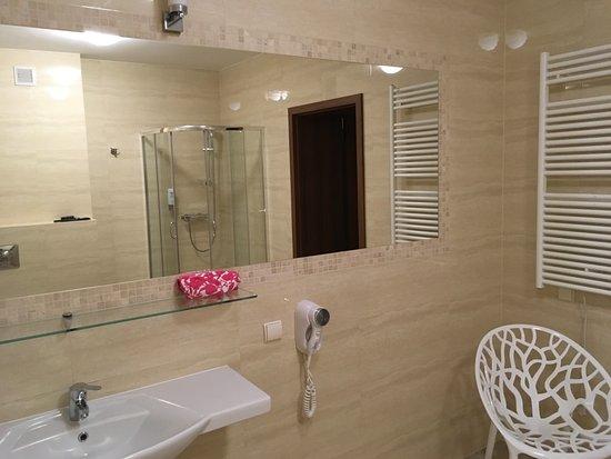 Hotel Jan: Large bathroom