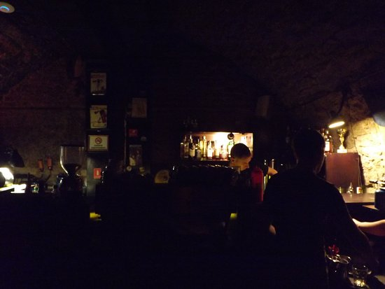 Lvivska Kopalnya Kavy Coffee Manufacture: Ciemności w piwnicach, gdzie składowano kawę