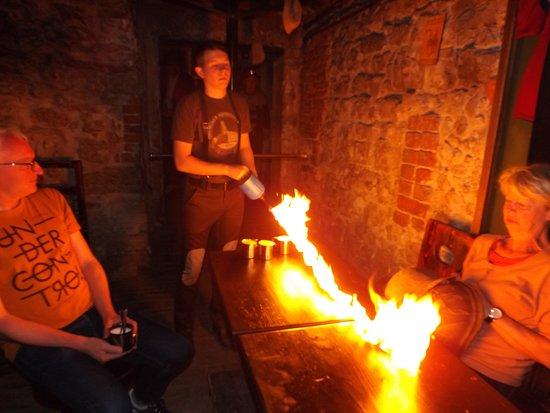 Lvivska Kopalnya Kavy Coffee Manufacture: Ogień kładzie sie na całym stole