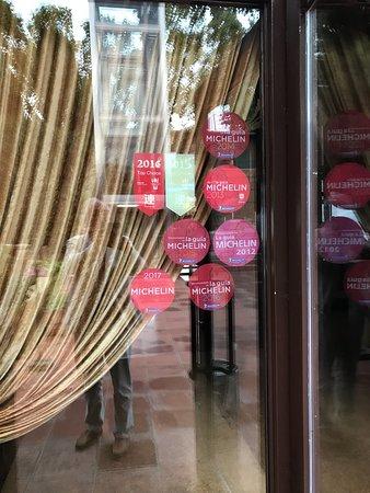 El Xalet de Montjuïc: Entrance door