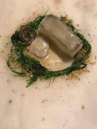 Restaurante Hofmann: Bacalo con vieira sobre cama de algas... ESPECTACULAR