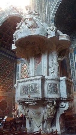 Cathedrale Sainte-Cecile: Púlpito