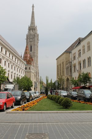 Tourist Guide in Budapest Ivetta Cheri: Professional Russian Tour Guide in Budapest - Car and driver for hire