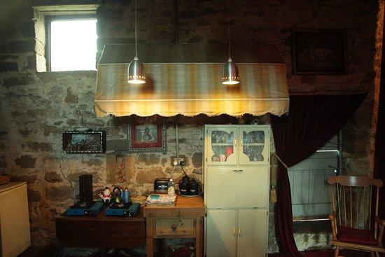La Rosa Campsite: Swallow Barn Kitchen