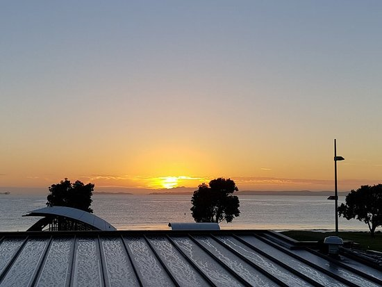 Browns Bay, New Zealand: Early morning @ 21 Days Bar & Brasserie