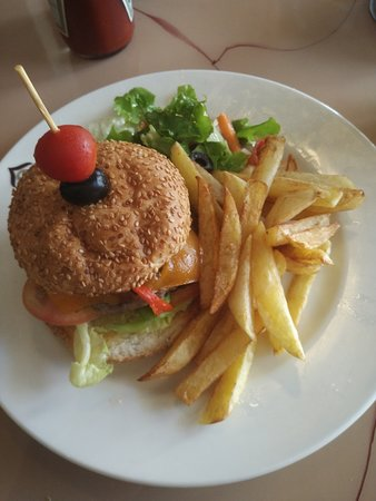 Kanyas y Tapas: AWESOME beef burger