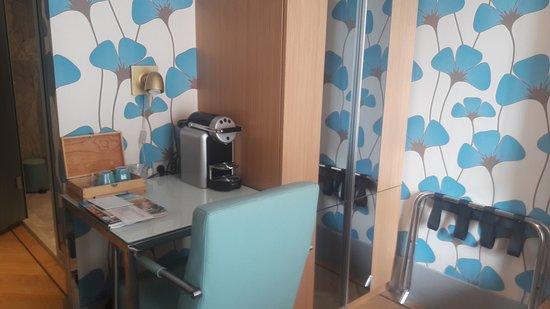 Amadi Park Hotel: Cafe de cortesia, capsulas!
