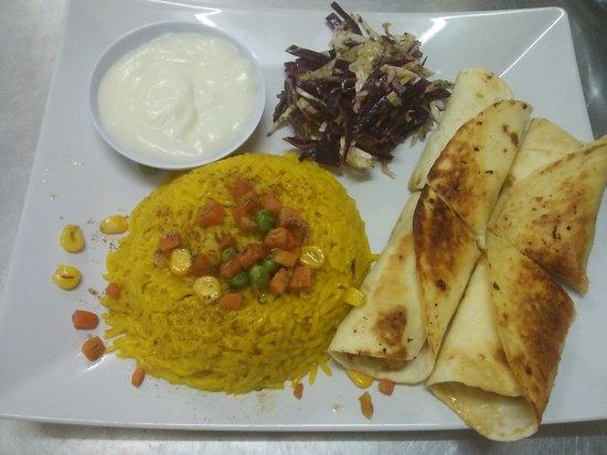 Alhamdulillah Restaurant : CHICKEN SHAWARMA + ARABIC RICE
