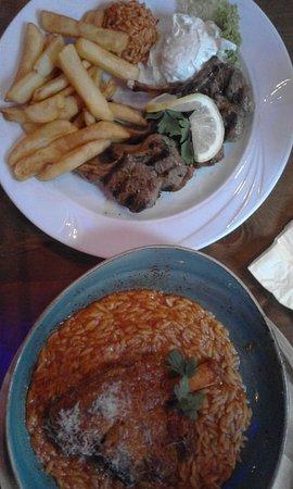 Deurne, Holandia: Schotel met lamskoteletjes en ovenschotel lamsbout met Griekse pasta