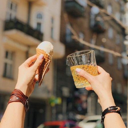 Umka cafe: Малага - сливочное мороженое с ромом и изюмом. Хит этого лета