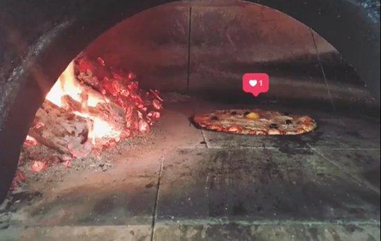 Auberge du Col: Pizza au feu de bois
