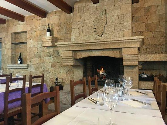 Vico, France: Salle intérieur du restaurant