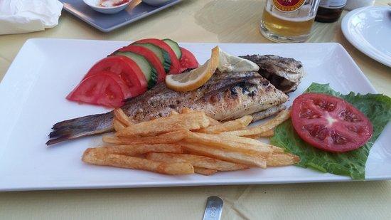 Spartia, Grecja: Well prepared seabream