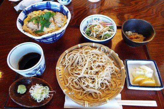Minemoto Soba Fujisawa: 私が食べたカツ丼と盛り蕎麦ランチセット