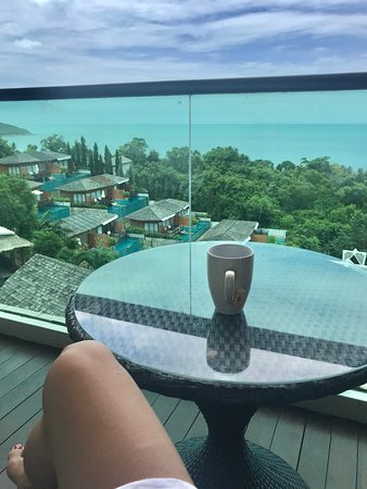 Jacuzzi+coconut juice at the balcony... tranquility