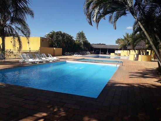 Hotel Paradies: Piscinas externas limpas - Água gelada