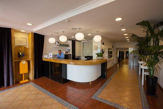 Jardin del Sol Apartments : Recepción / Reception