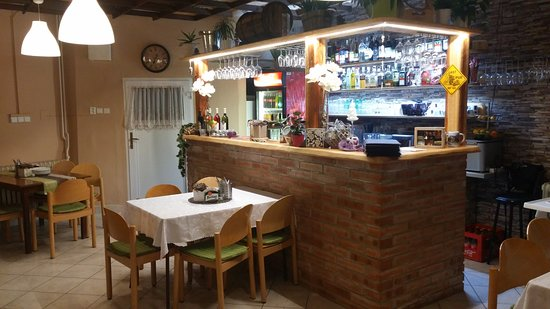 Pizzerie U Alči : Exteriér restaurace - bar