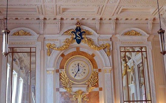 เซ็นทรัลสเตชั่น: Décoration du Royal-Café: le menu