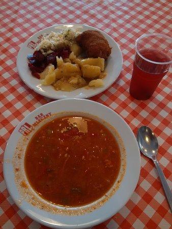 Koscierzyna, Polen: zupa meksykańska, schabowy z serem, ziemniaki, dwie surówki i kompot