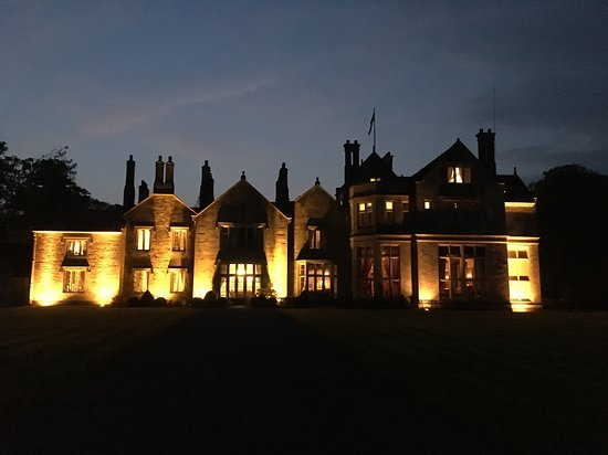 Mohill, Ierland: Castle at night