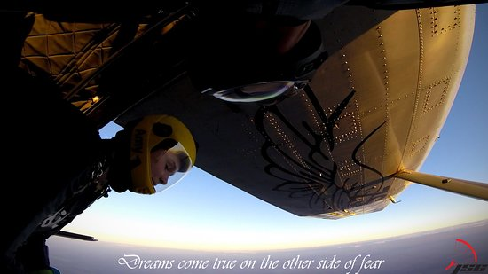 Johannesburg Skydiving Club: Don't look down