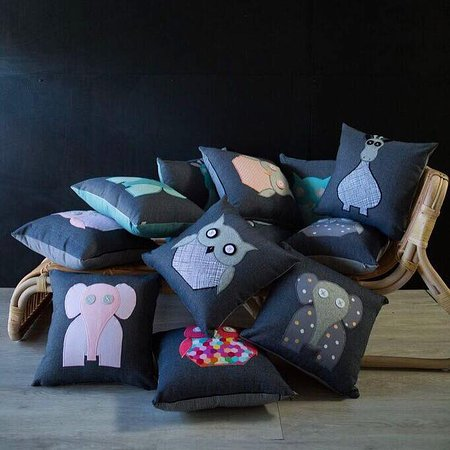 House Of Handmade : Embroided cushions