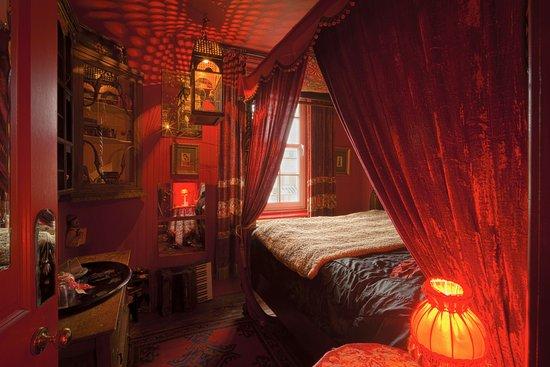 La Rosa Hotel: Caravan