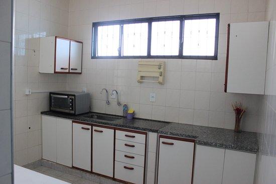 Pousada Acolhedora Azul: Cozinha livre acesso a todos os visitantes