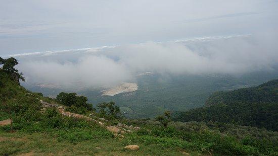 Childrens Seat: Mist/fog approaching the lookout tower from valley