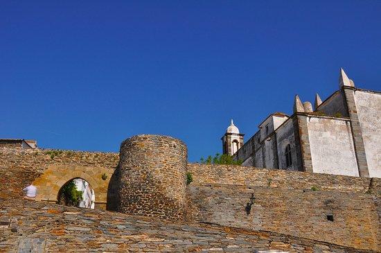 Monsaraz Castle and Walls: Fuori le mura