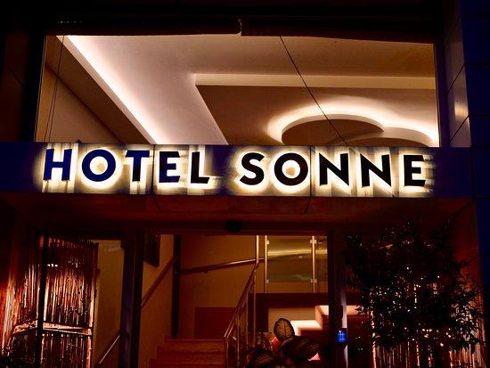 Hotel Sonne: Vor dem Hotel