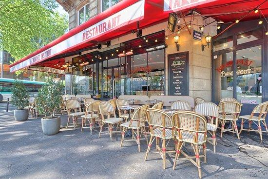 Le Nouvel Institut: Angle du boulevard Saint Germain et ru des Fossés Saint Bernard Paris 5ème
