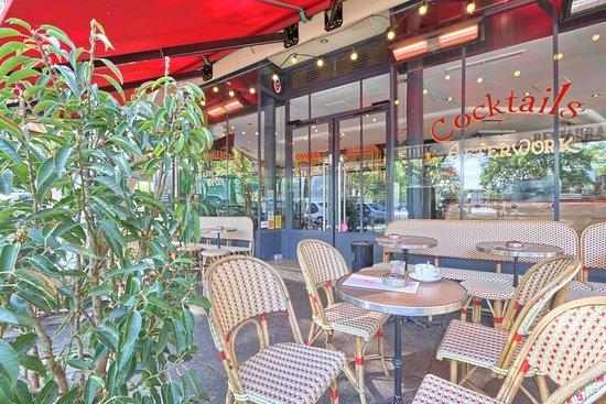 Le Nouvel Institut: Pour un café, une orange pressée ou un cocktail, la terrasse vous accueille tous les jours 7h à