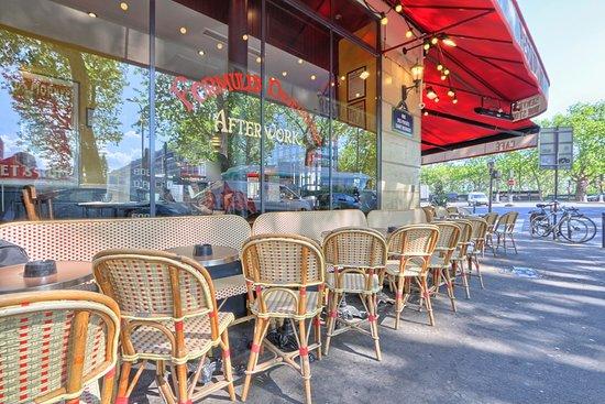 Le Nouvel Institut: vue face à la Seine