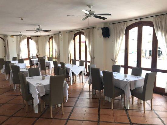 La Mesa Restaurante : La Mesa inside