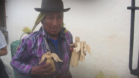 Guatemalan Tour Guide Day Tours : venditore di souvenir Antigua Guatemala