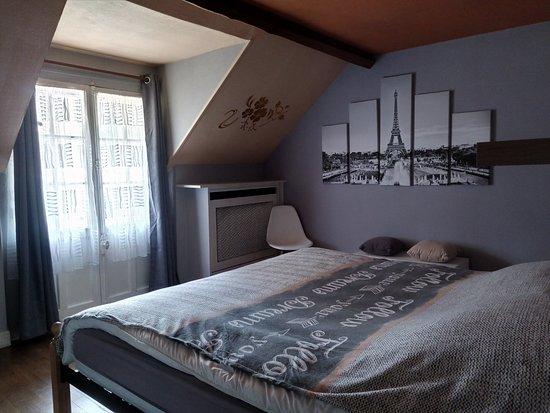 La chambre rouge - Picture of Maison Lalongere, Longueville ...