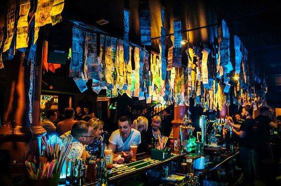 Mick O'Neills IRISH PUB and SPORTS BAR : Warm cosy Irish Pub!