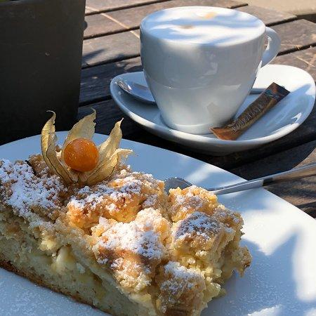 Erdbeere Schmand Kuchen Und Apfel Streusel Kuchen Bild Von