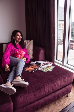 Hotel Sorella CITYCENTRE: They have comfy couches by the windows