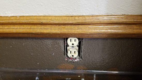 York, NE: No cover on an outlet in the breakfast area