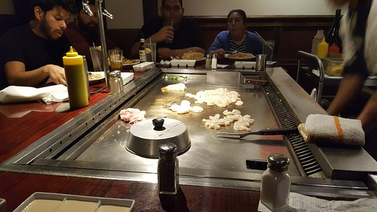 Miyabi Japanese Steak House & Sushi Bar: Shrimp, Scallops, Chicken. Oh Yeah!