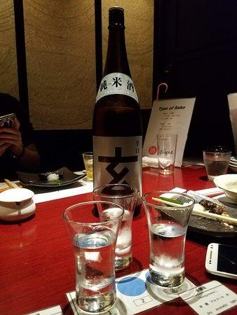 Tavern with private dens Banya Akasaka: Tasting different types of Sake