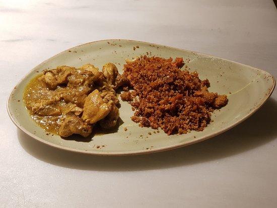 El Huerto de Lucas : Pollo al curry acompañado de nuestro cous-cous especial. Namaste