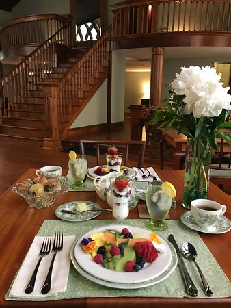 Clifton Heights Inn: Signature Eggs Benedict