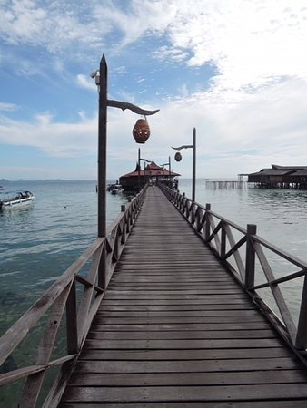Scuba Junkie Mabul Beach Resort: The walkway to the boat ramp for diving and snorkelling