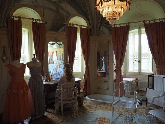 Haarzuilens, Paesi Bassi: Main bath and dressing room (woman)