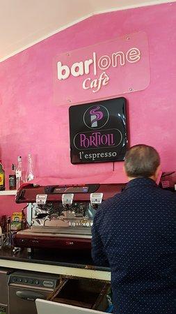 Bar One Cafe: Macchina del caffè