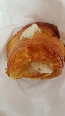 Bar One Cafe: Cornetto ricotta